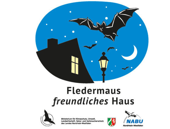 """Plakette """"Fledermausfreundliches Haus""""© NABU.NRW"""