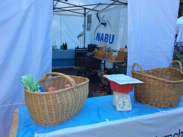 """Unser NABU-Infostand am Ende der Veranstaltung """"Essen erntet"""", Foto © G. Hehmann, NABU"""
